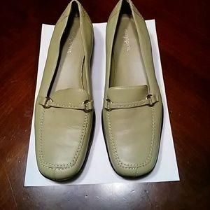 Women's Celery Easy Spirit Leather Loafers